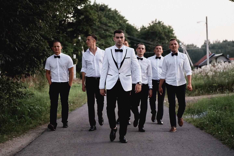 Ангельское диско: свадьба в белоснежно-блестящей палитре