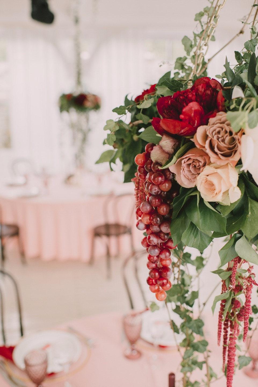 Благородный шик: винная свадьба во французском ресторане