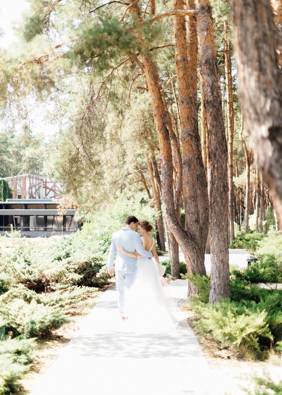 В красках лета: непринужденная загородная свадьба