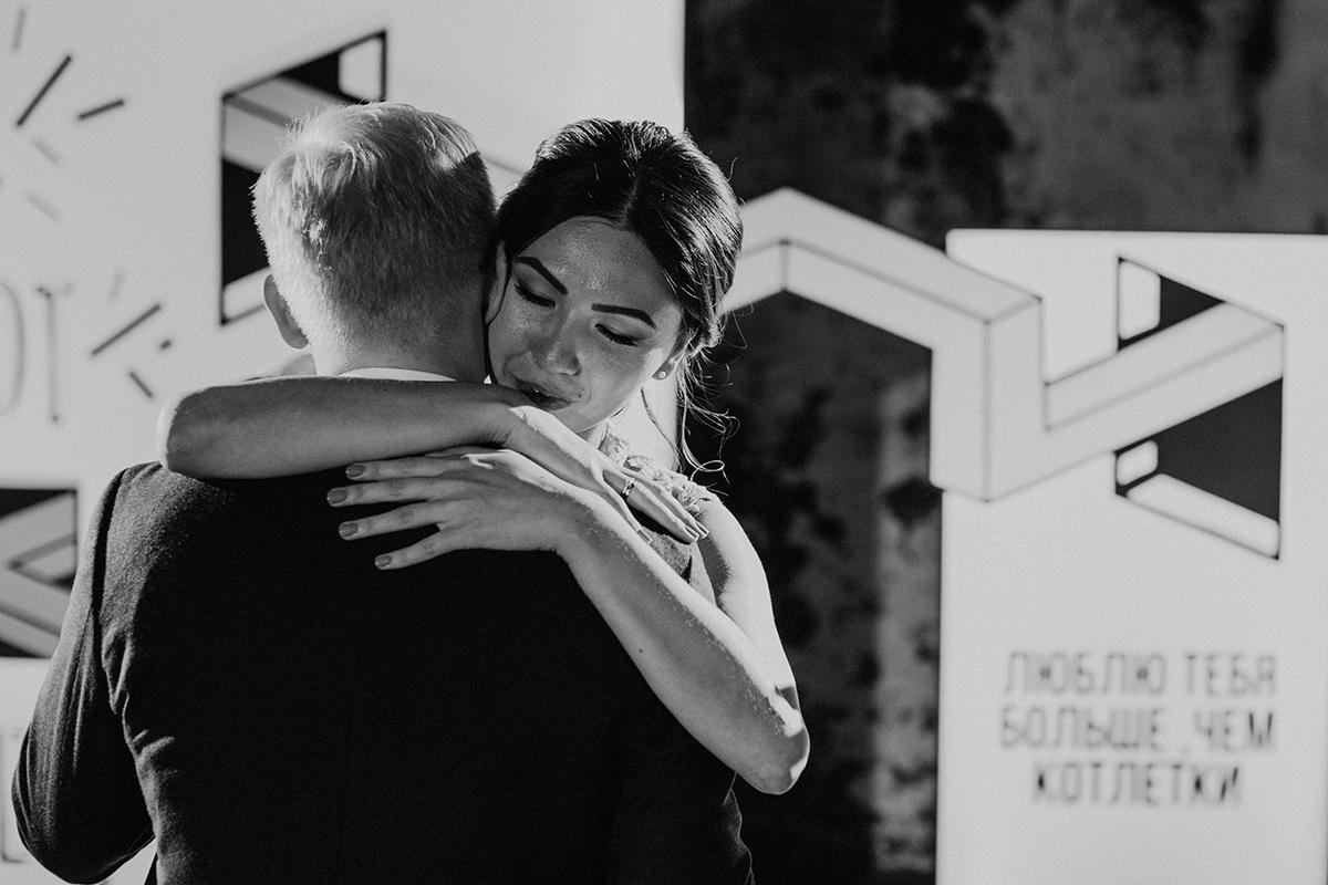 «Люблю тебя больше, чем котлетки»: молодежная свадебная вечеринка