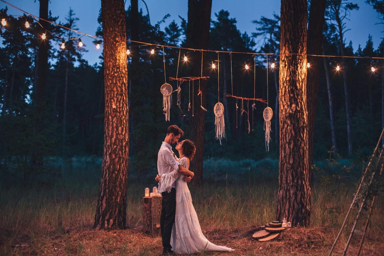 Little boho wedding: уютная лесная свадьба