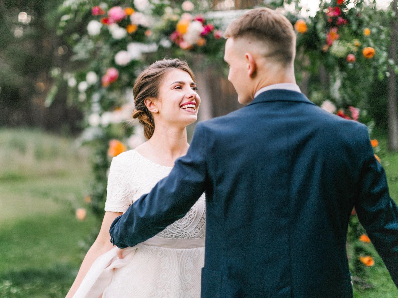 Эта сладкая любовь: яркая летняя свадьба