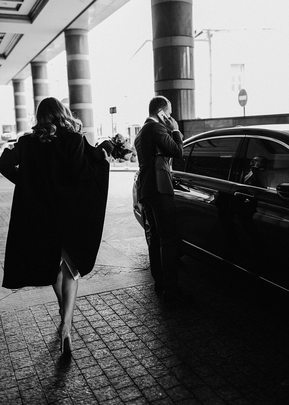 Утонченный минимализм: стильная городская свадьба