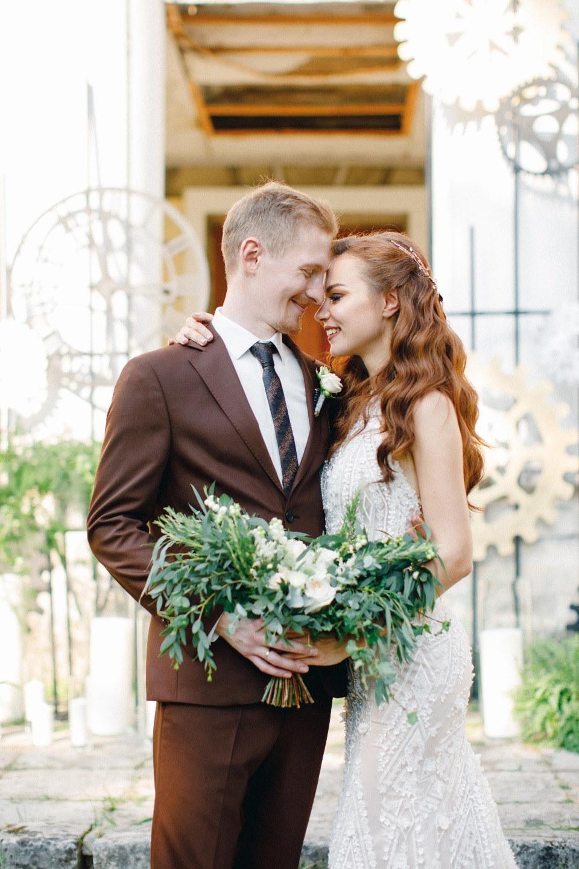 Любовь вне времени: свадьба в нежной оливковой палитре