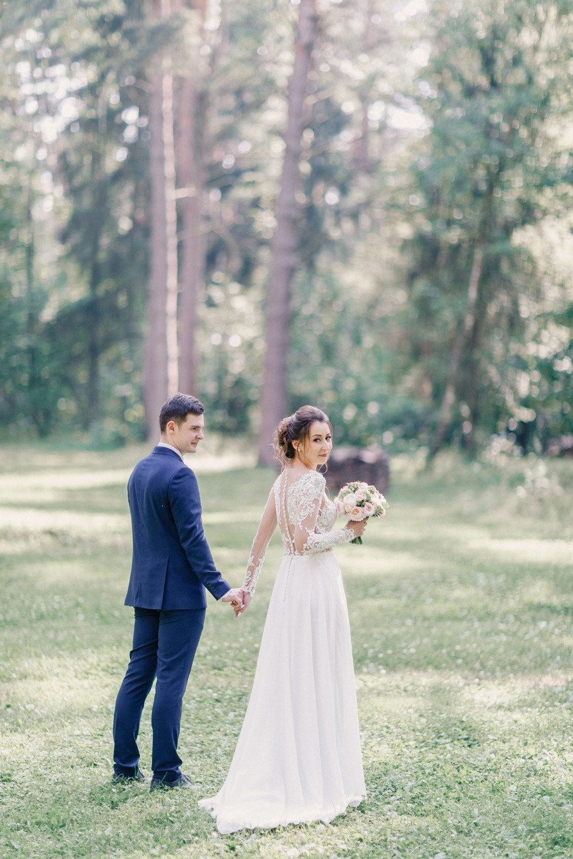 Свет и воздух: нежная свадьба за городом