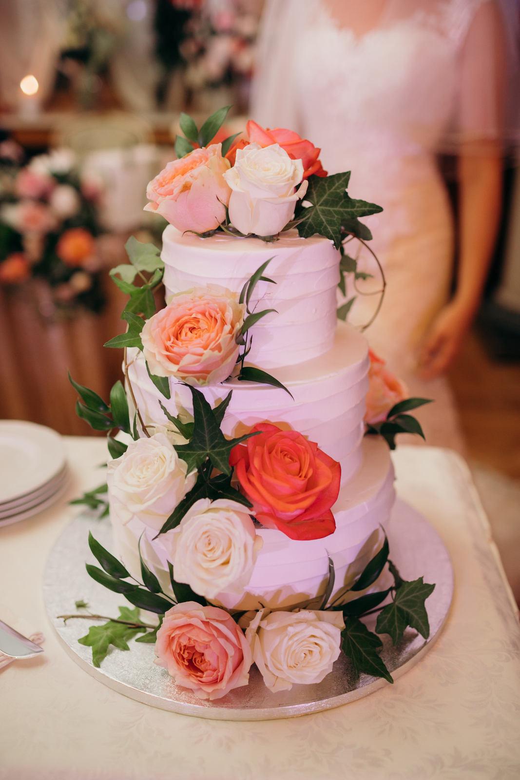 Романтичная классика: свадьба в садовой стилистике