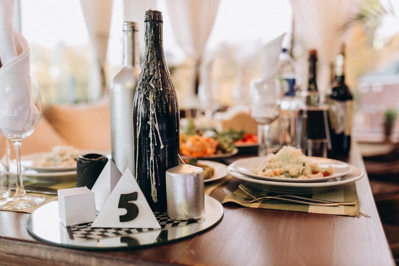 Черный и серебро: лофтовая свадьба с элементами геометрии