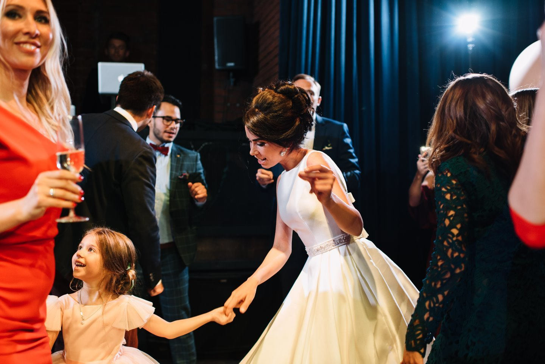 Гранатовая любовь: свадьба в стиле «элегантный urban chic»