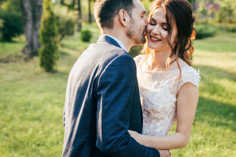В гармонии с природой: уютная летняя свадьба