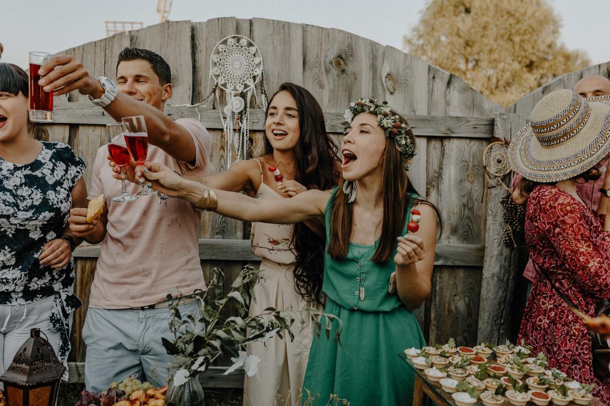 Непринужденный уют: свадьба-фуршет на природе