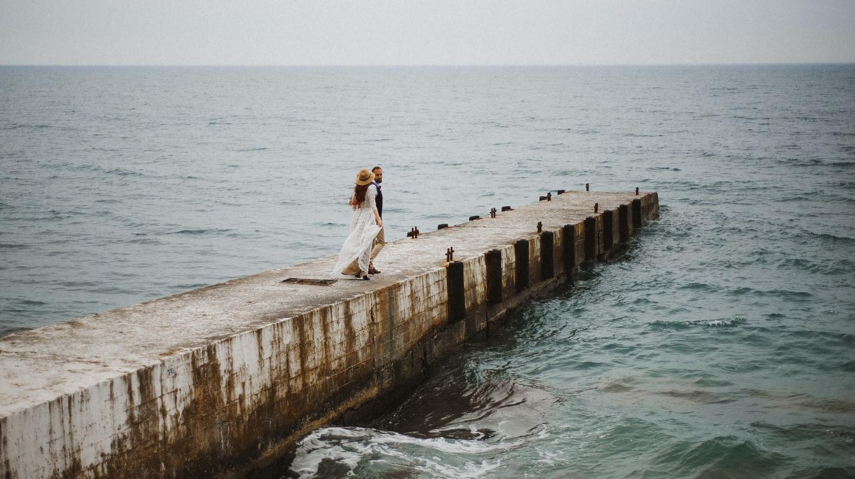 Там, где горы сливаются с морем: стилизованная фотосессия