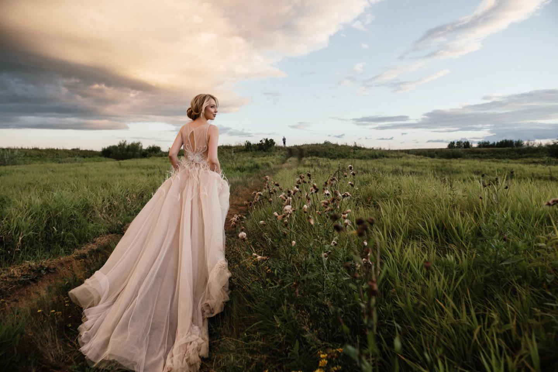 Дыхание ветра: молодежная свадьба в лофтовом пространстве