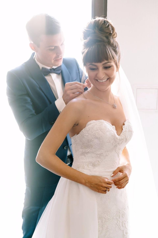 «Как подобрать прическу невесте с челкой?»