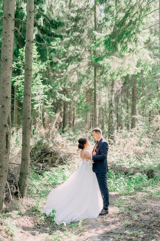 Летняя загородная свадьба: опыт организации
