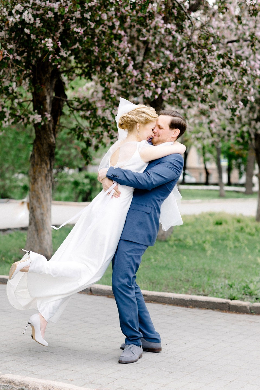 Сиреневая нежность: свадьба в начале лета