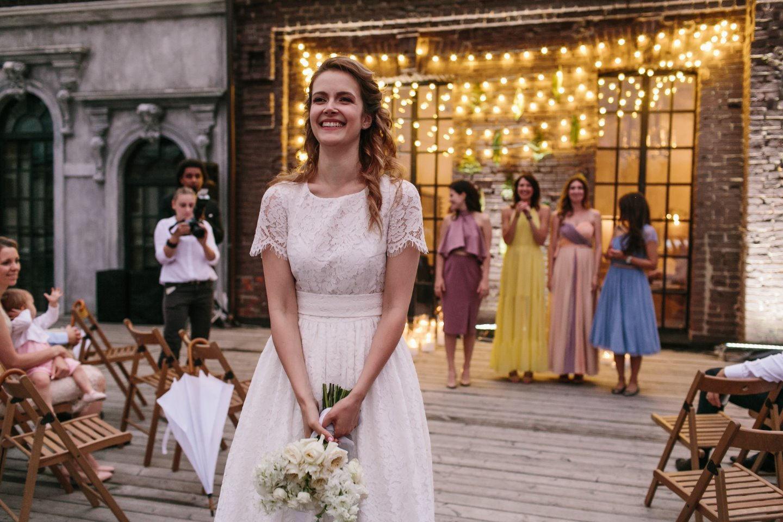 Loft Wedding: атмосферная свадьба с вечерней церемонией