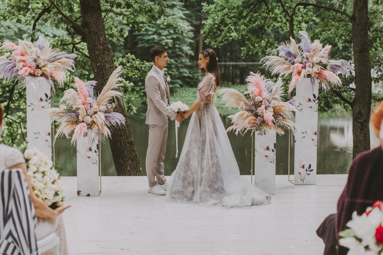 Freedom of Love: атмосферная свадьба в дождь