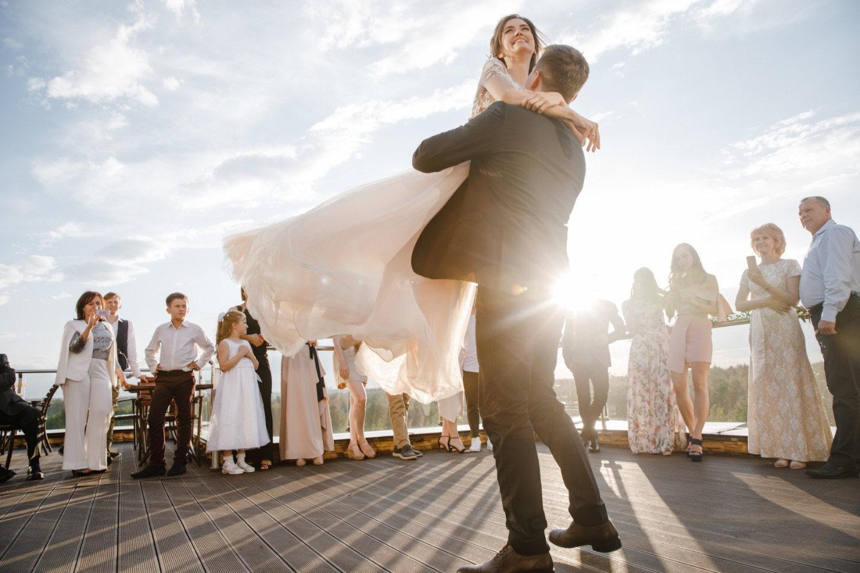 Уютная и романтичная свадьба с испанскими нотками в декоре