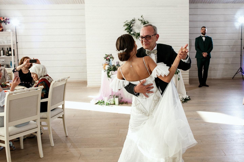 По зову сердца: свадьба в фиолетовой палитре
