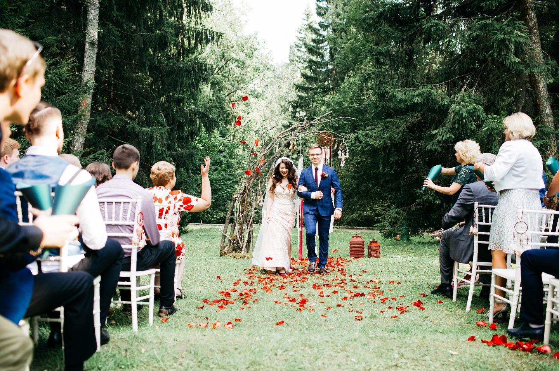 Взрыв цвета: бохо-свадьба на свежем воздухе