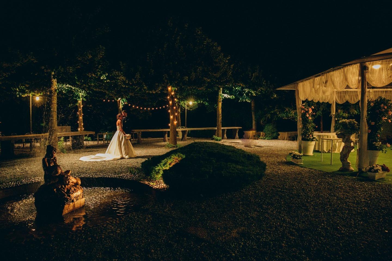 Современная свадебная классика: торжество в Италии