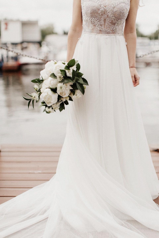 Here, there and everywhere: свадьба с церемонией у воды