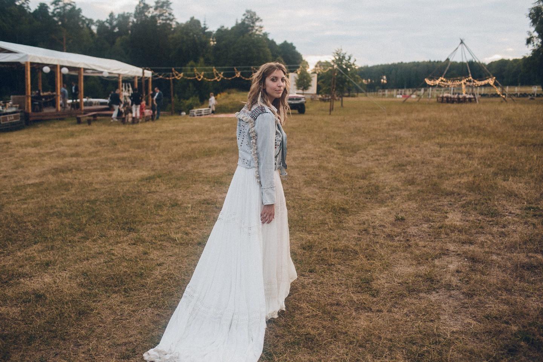 Фестивальное бохо: теплая свадьба под открытым небом