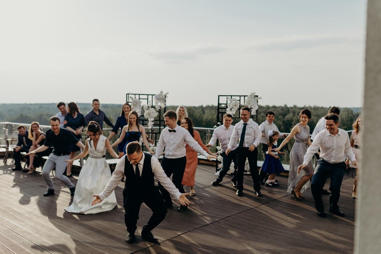 Химия и геометрия на свадьбе в темно-синей палитре