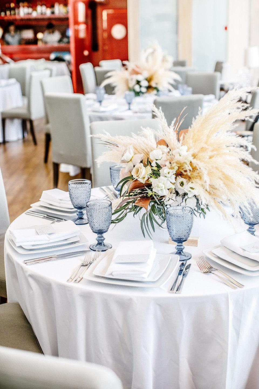 Розовое золото и фламинго: свадьба в тропическом стиле