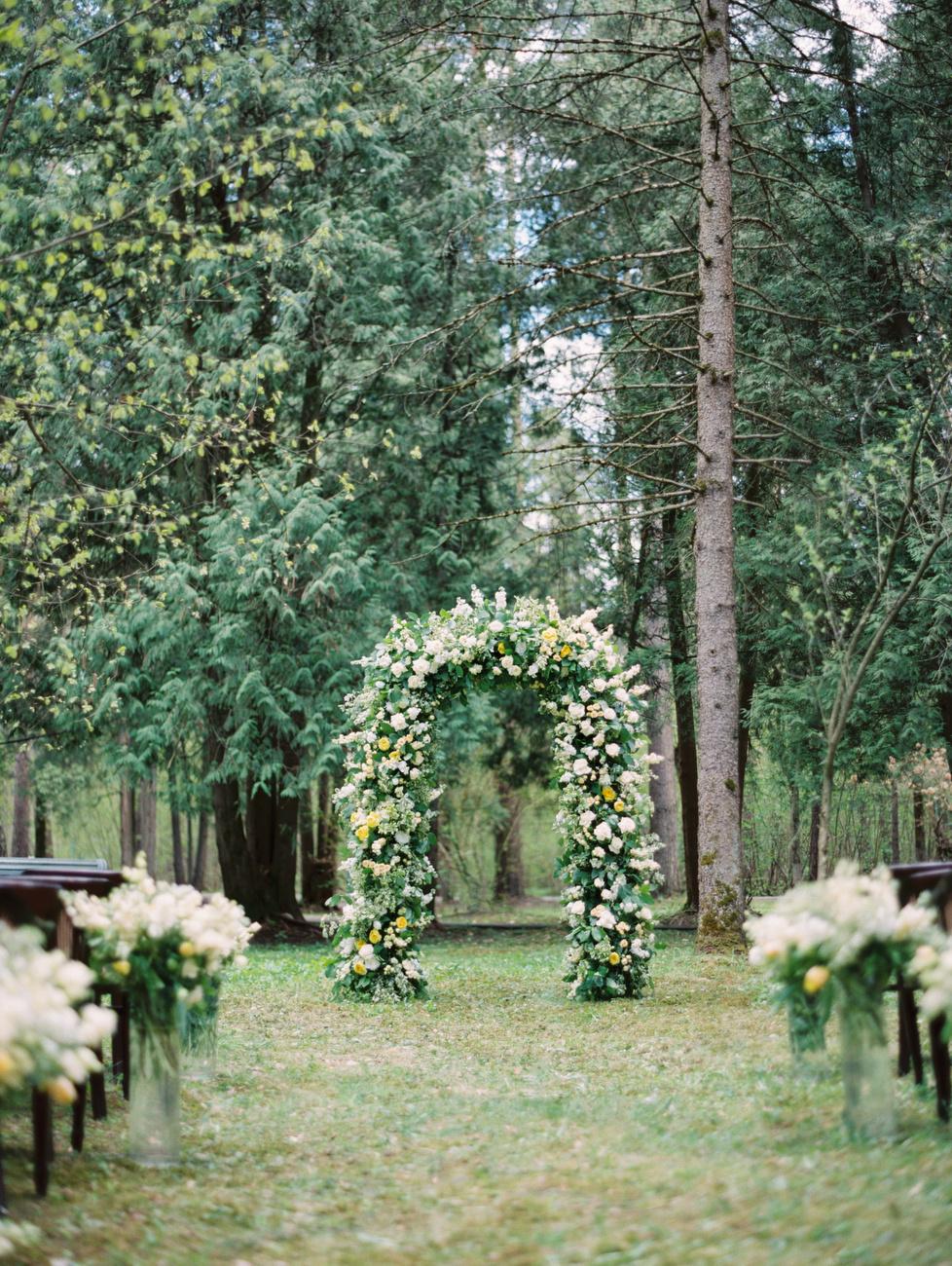 С королевским шиком: как мы организовали классическую свадьбу