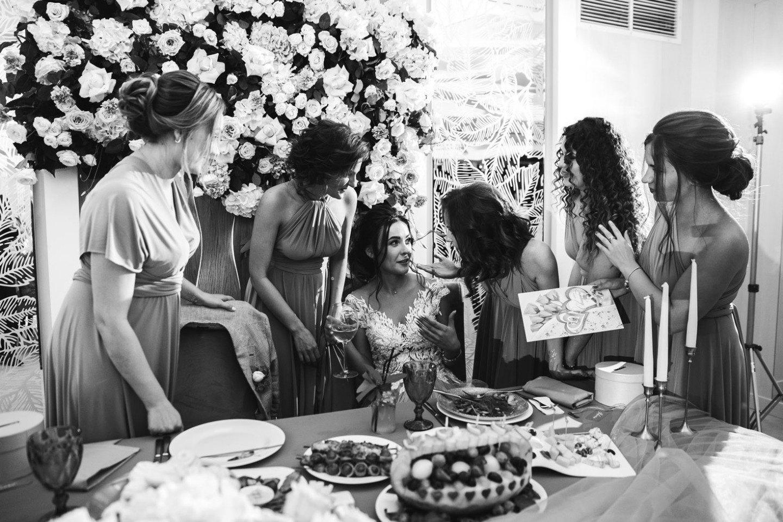 Изысканная классика на летней свадьбе за городом