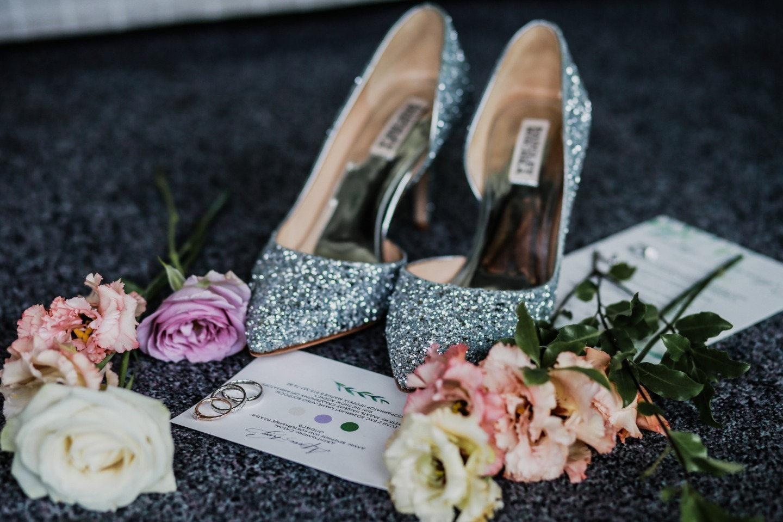 Романтичный эко: лесная свадьба в шатре