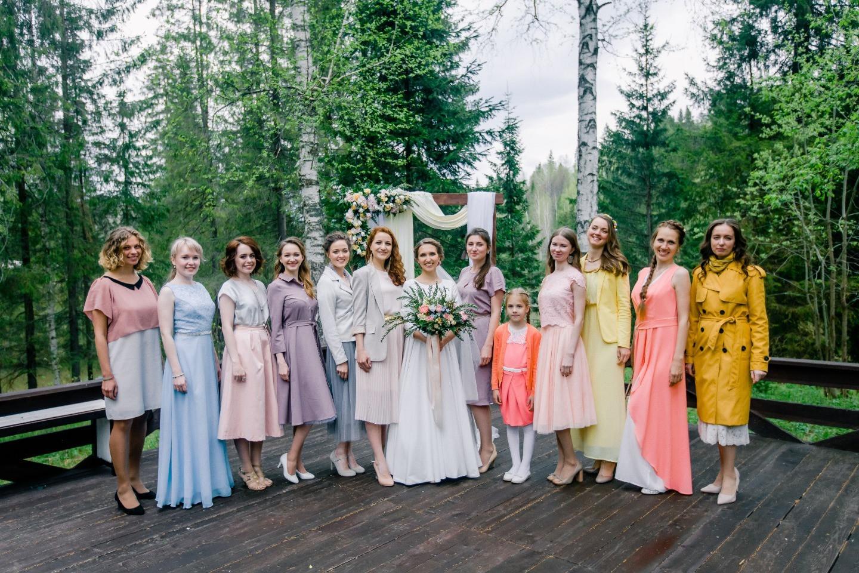 Нежная лаконичность: как мы организовали душевную свадьбу на природе