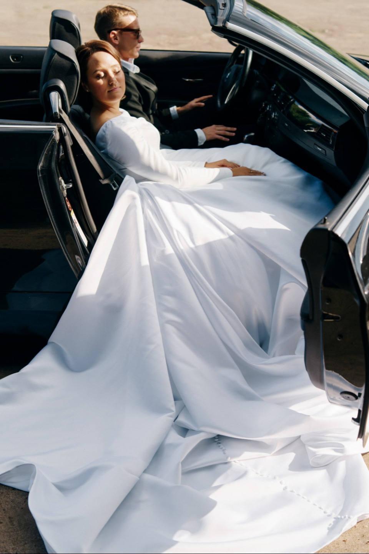 Черно-белая классика: роскошная свадьба в ресторане