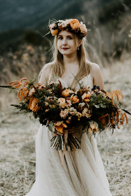 Love-story у Баритового водопада в цветах осени
