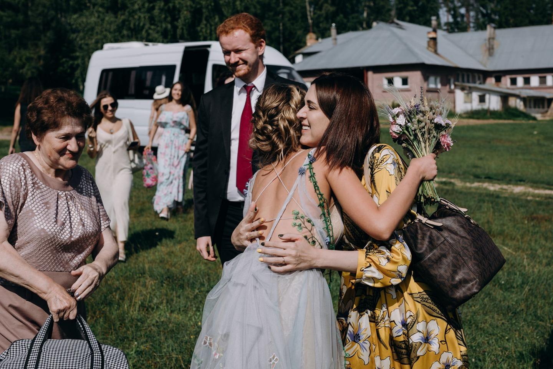 Танцы на коврах: свадебная вечеринка в кантри клубе