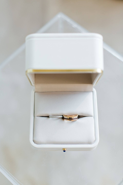 Цветок лотоса: классическая свадьба в золотой палитре