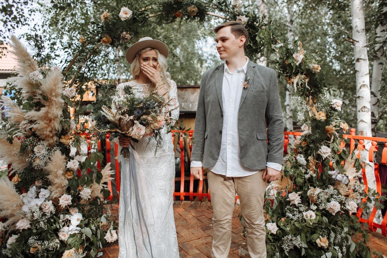 Уютный бохо: камерная свадьба за городом