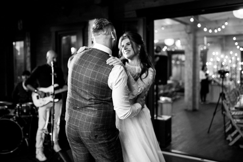 Моменты счастья: уютная загородная свадьба