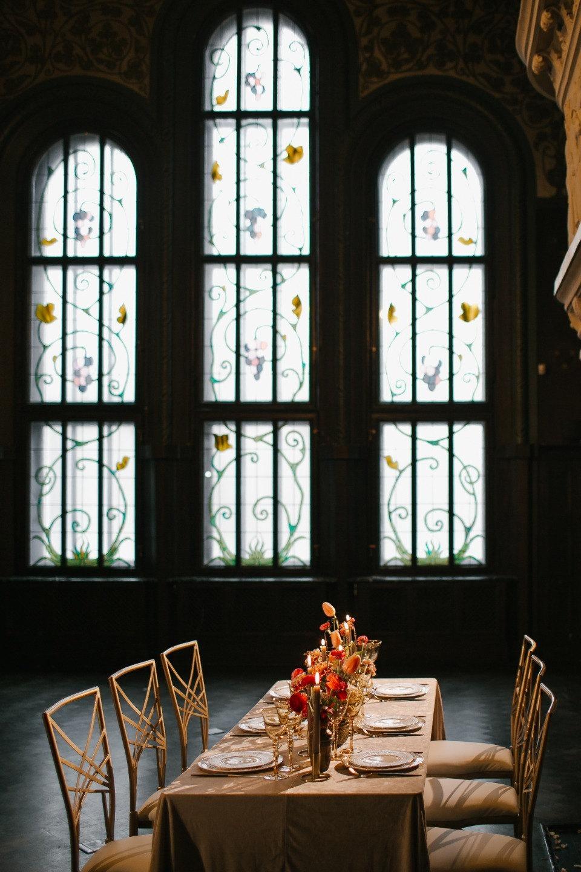Благородный шик Ренессанса: стилизованная свадьба в старинной усадьбе