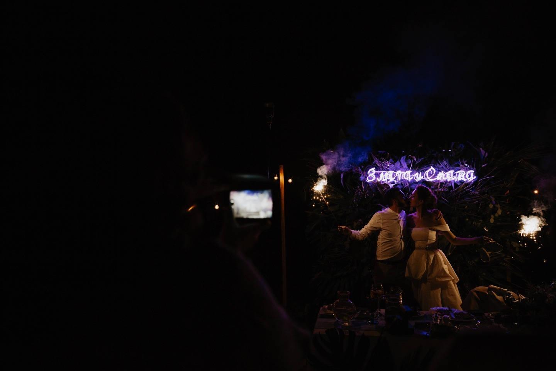 Urban Jungle: свадьба на открытой веранде кафе