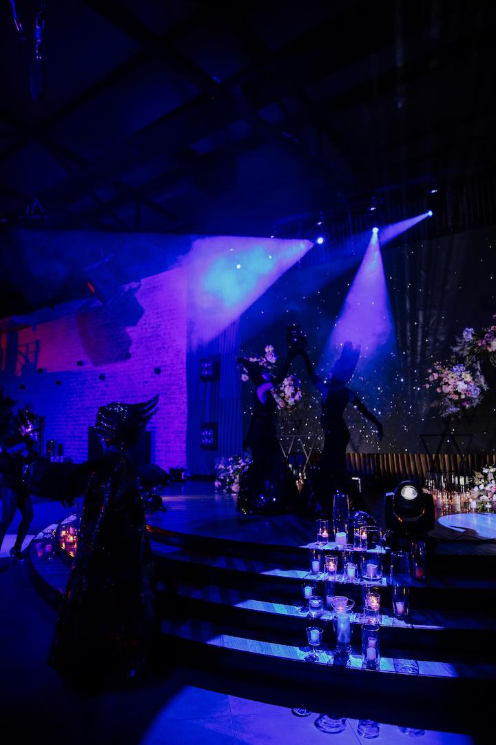 Любовь с первого взгляда: пышная свадьба в темных тонах