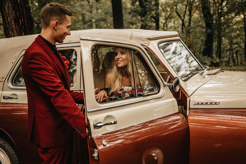 Красное и чёрное: свадьба «не по правилам»