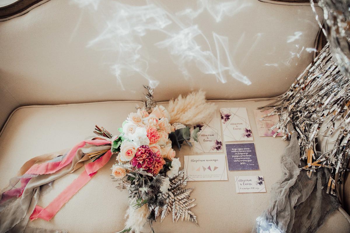 Атмосферная свадьба с видом на горы в стиле «геометрия»