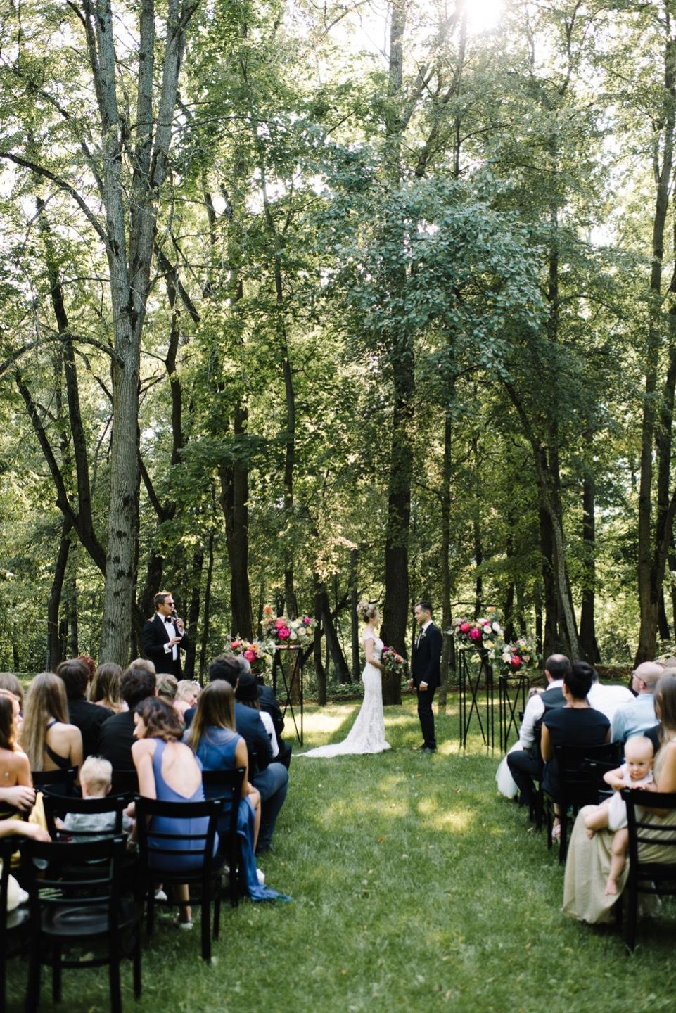 Летняя свадьба в яркой ягодной палитре