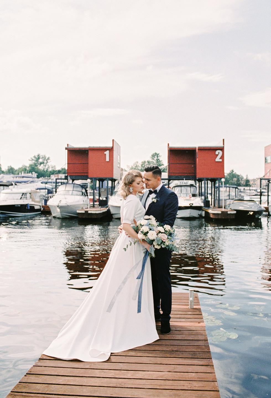 «Одна жизнь — одна команда»: свадьба в бело-синих тонах