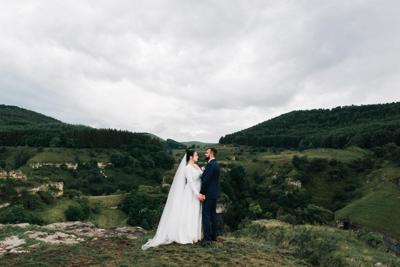 Сдержанная роскошь: свадьба в горах