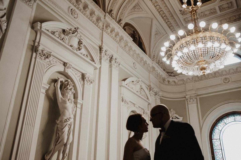 Dark vibes of old St. Petersburg: свадьба в стиле «урбан-шик»