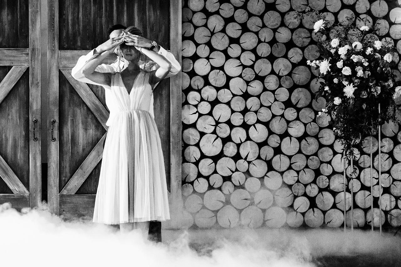В цвете страсти: классическая свадьба в бордовой палитре