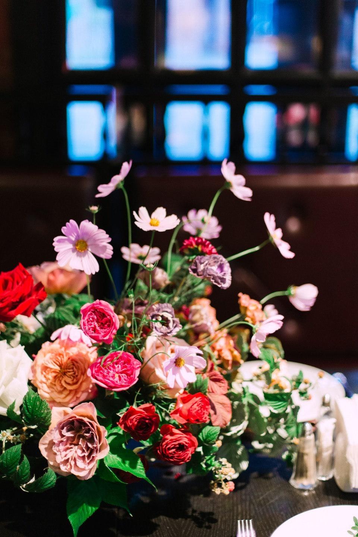 Романтичный лофт: свадьба в ягодной палитре